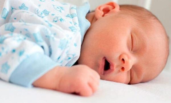новорожденный храпит и хрюкает