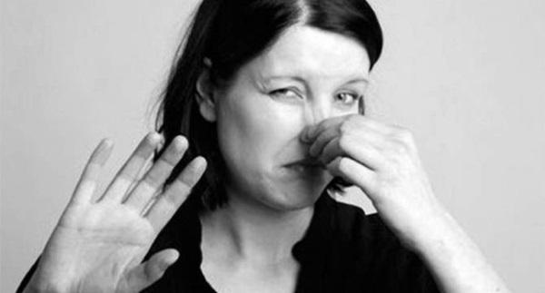 Каловый запах изо рта причины