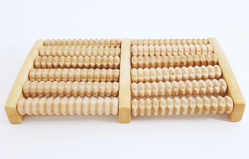 деревянный массажер для стопы